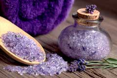 Aromatherapie-Badesalze wirkt beruhigend